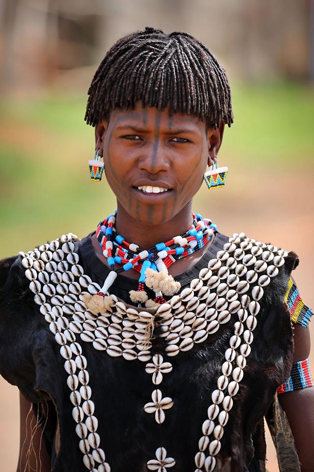 Tsemay Kabilesinden Genç Kız Portre Fotoğrafı