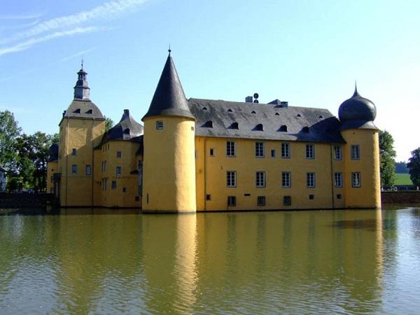 Burg Gudneau - Almanya