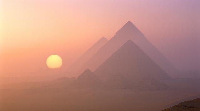 Giza Gündoğumu
