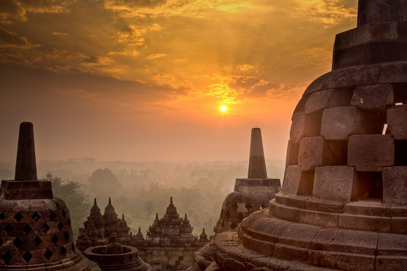 Borobudur'da gün doğumu Java, Endonezya